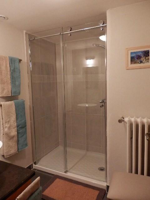 salle de bain ind pendante. Black Bedroom Furniture Sets. Home Design Ideas